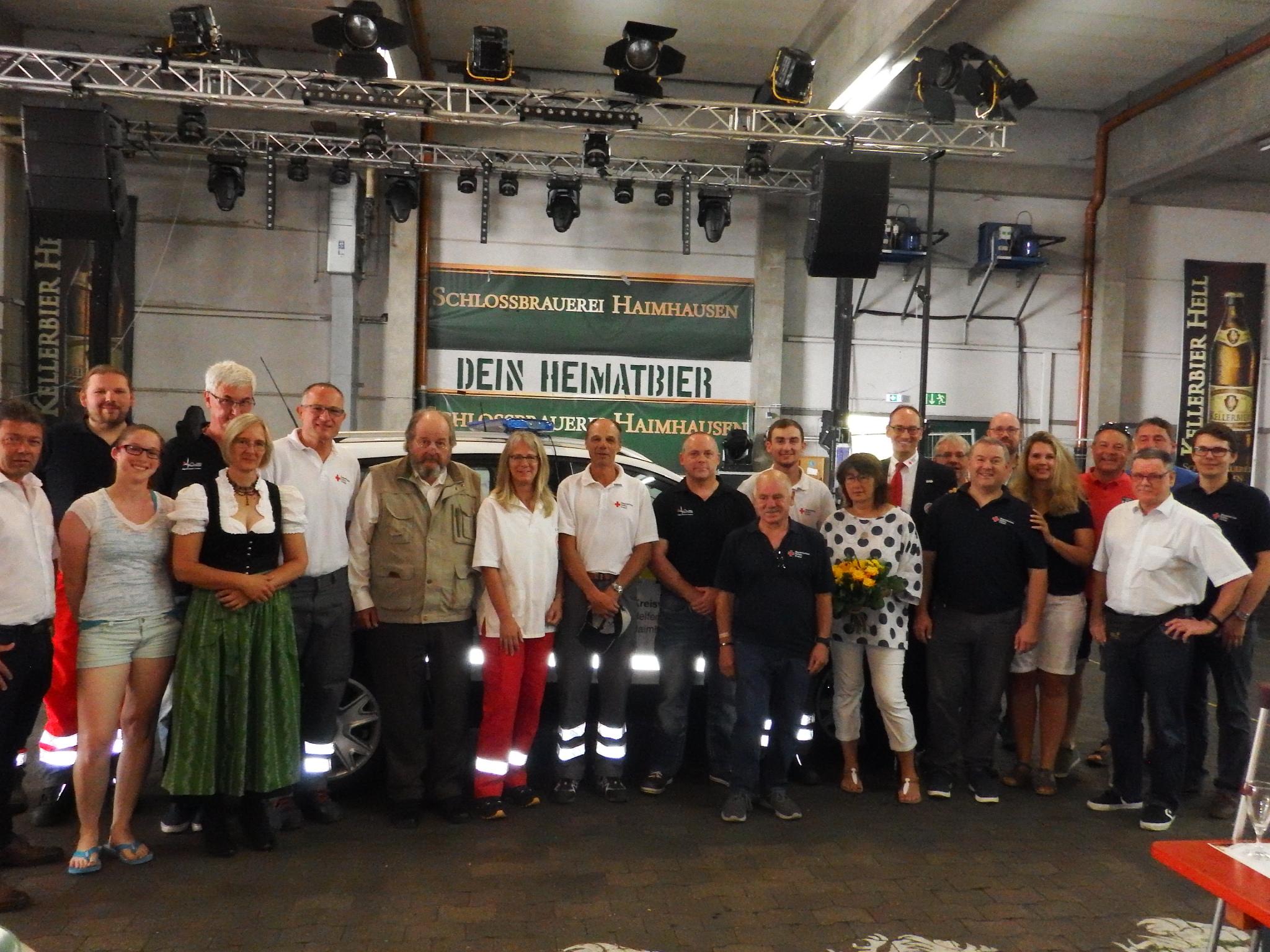 Der HvO Haimhausen feierte mit Bürgermeister Peter Felbermeier und dem BRK-Kreisvorsitzenden Bernhard Seidenath 25-jähriges Bestehen. Mitte: der Gründer Ekkehard Dehn (mit Weste), links daneben Harry Tettinger, 2. rechts daneben Michael Rank (HvO), 1. Reihe vorne Peter Rückert (dunkelblaues T-Shirt), neben ihm Emmi Rückert (HvO). Rechts hinten (rotes T-Shirt) Roland Lohrer (HvO). Rechts außen der stellvertr. BRK-Kreisgeschäftsführer Dennis Behrendt.