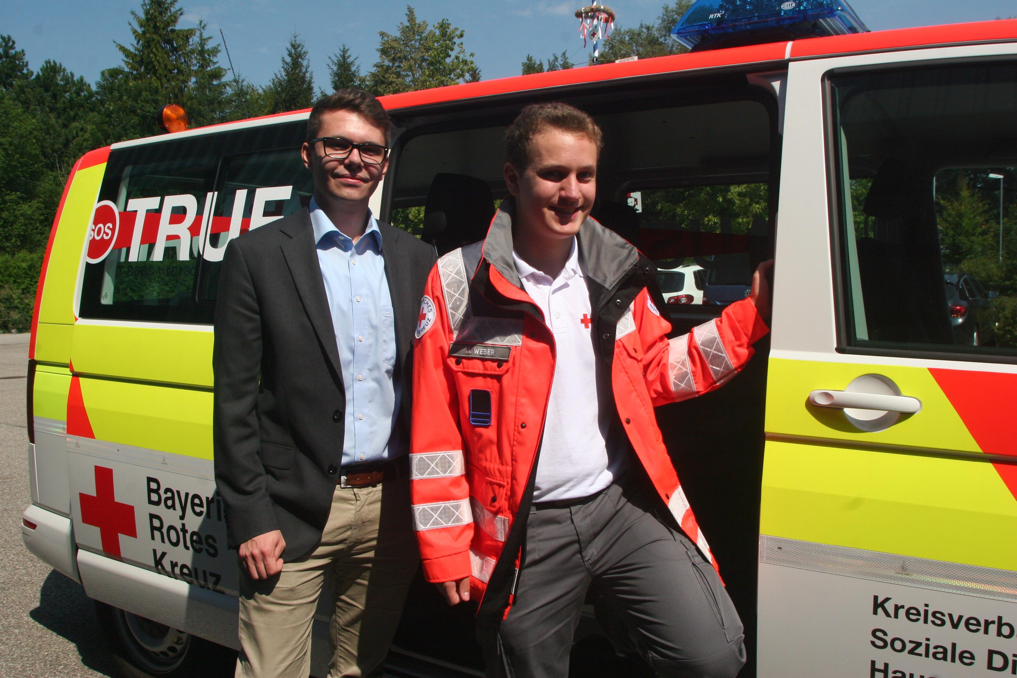 Dennis Behrendt (links) und Markus Weber in der Rettungswache in Gröbenried.