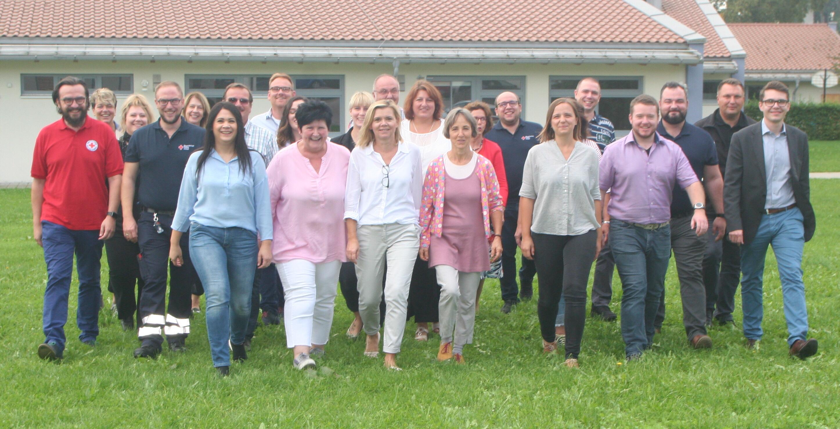 Der BRK-Kreisgeschäftsführer Paul Polyfka (links außen) mit den Führungskräften des BRK Kreisverbandes Dachau