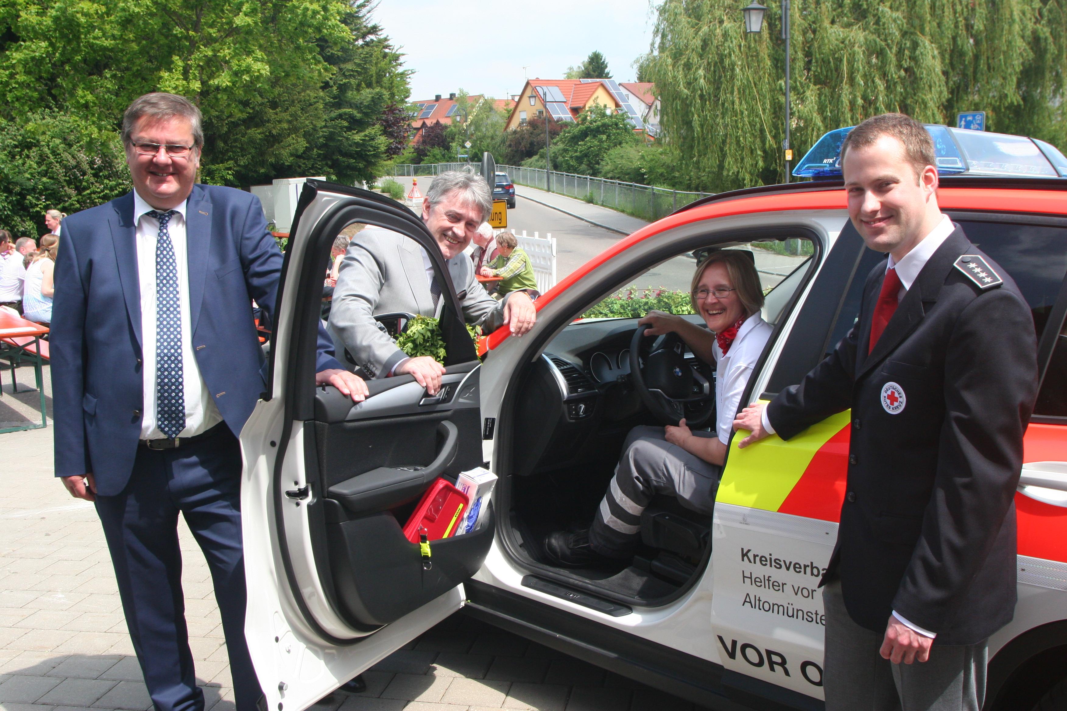 Nur dank des Fördervereins konnte das Einsatzfahrzeug angeschafft werden.Von links Wolfgang Grimm, Josef Widmann, Andrea Deeg und Benedikt Jung.