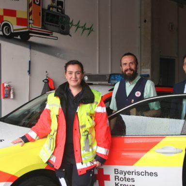 Die Einsatzleiterin und stellvertretende Wachleiterin Marie Prass Cuenca mit Paul Polyfka und Dennis Behrendt