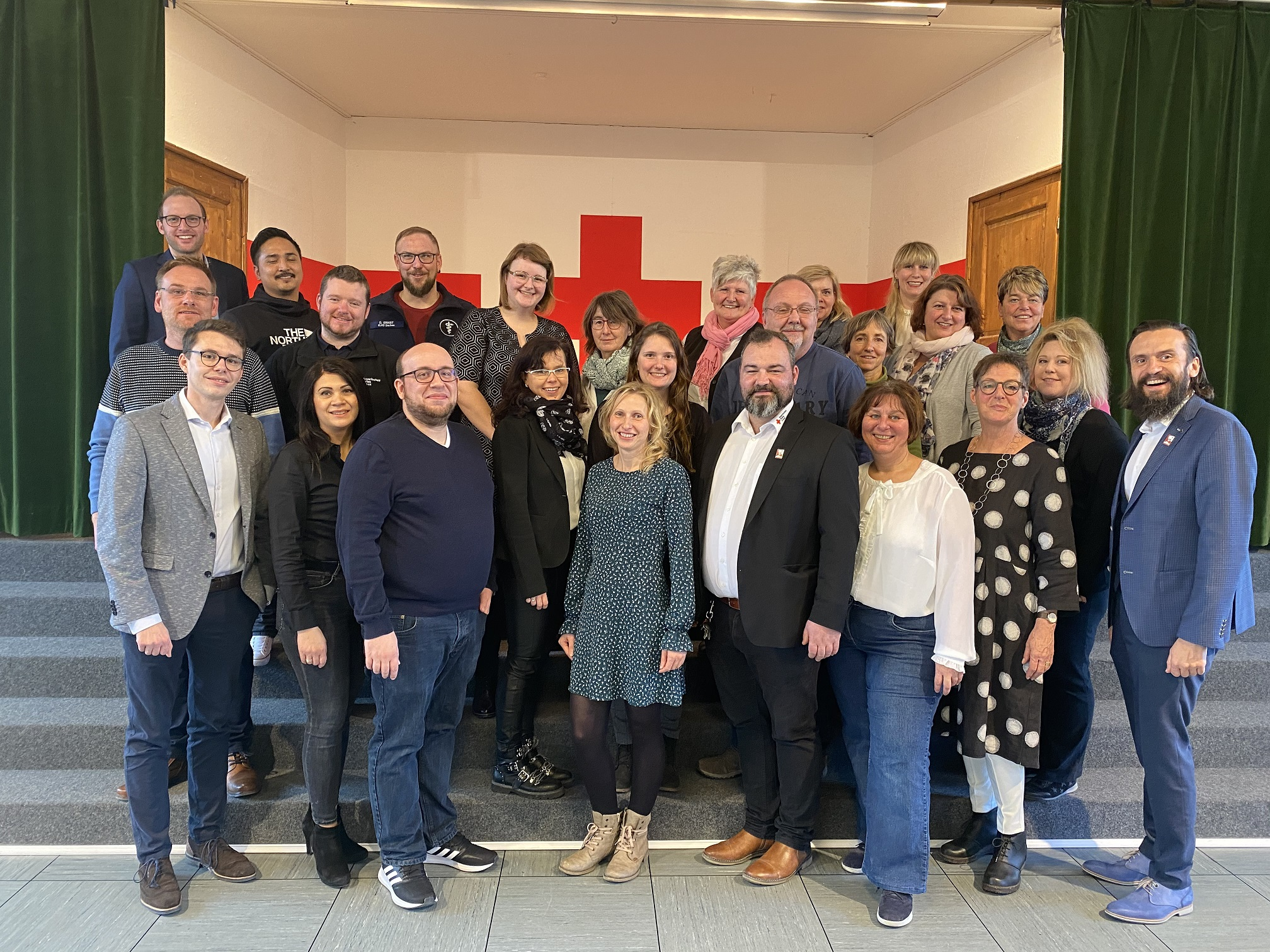 Foto: Paul Polyfka (ganz rechts) beim Jahresausklang mit den Führungskräften im Rotkreuzhaus.