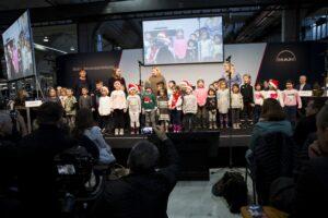 Die Kinder aus der Schatzinsel mit ihren Erzieherinnen Simone Seidel, Alexandra Weber, Sandra Krollpfeifer. Rechts Leiterin Nathalie Schieb
