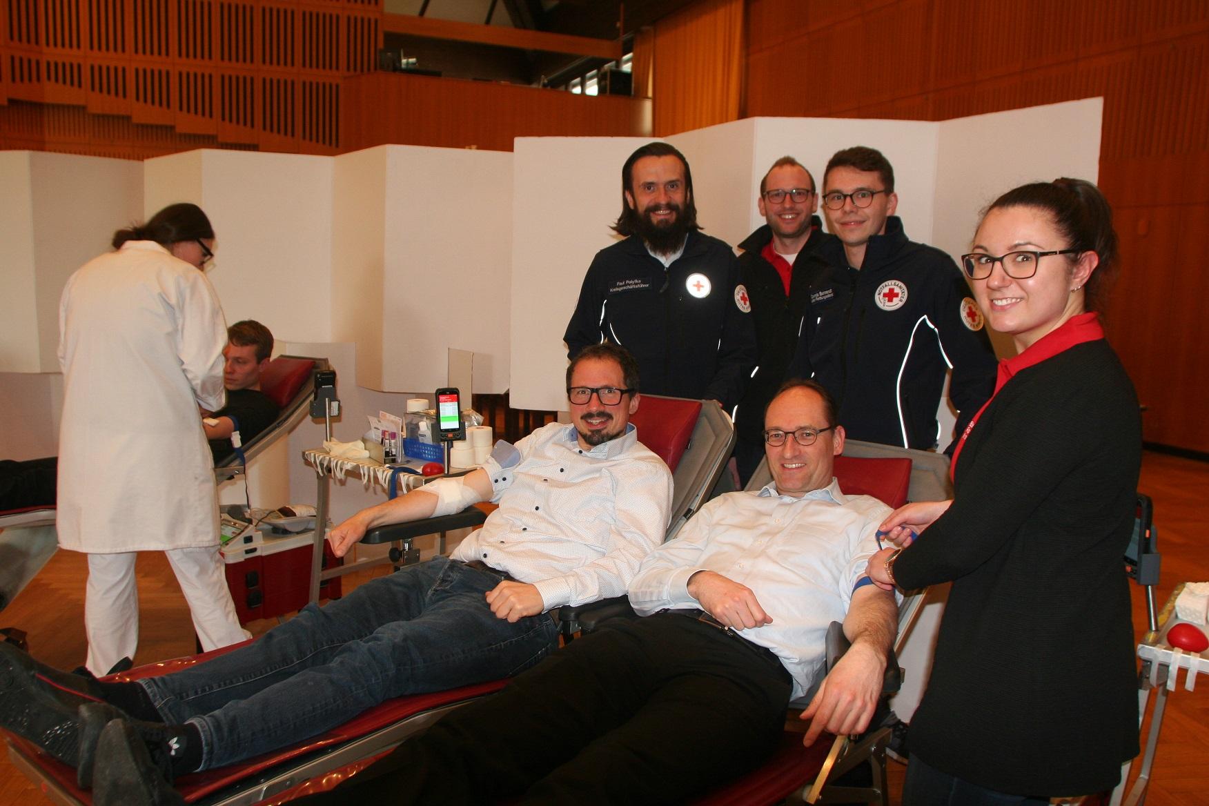 Foto (jeweils von links): Liegend: Matthias Nuber, Bernhard Goodwin und Bernhard Seidenath. Stehend: Paul Polyfka, Nico Schuster, Dennis Behrendt und Bettina Kugler.