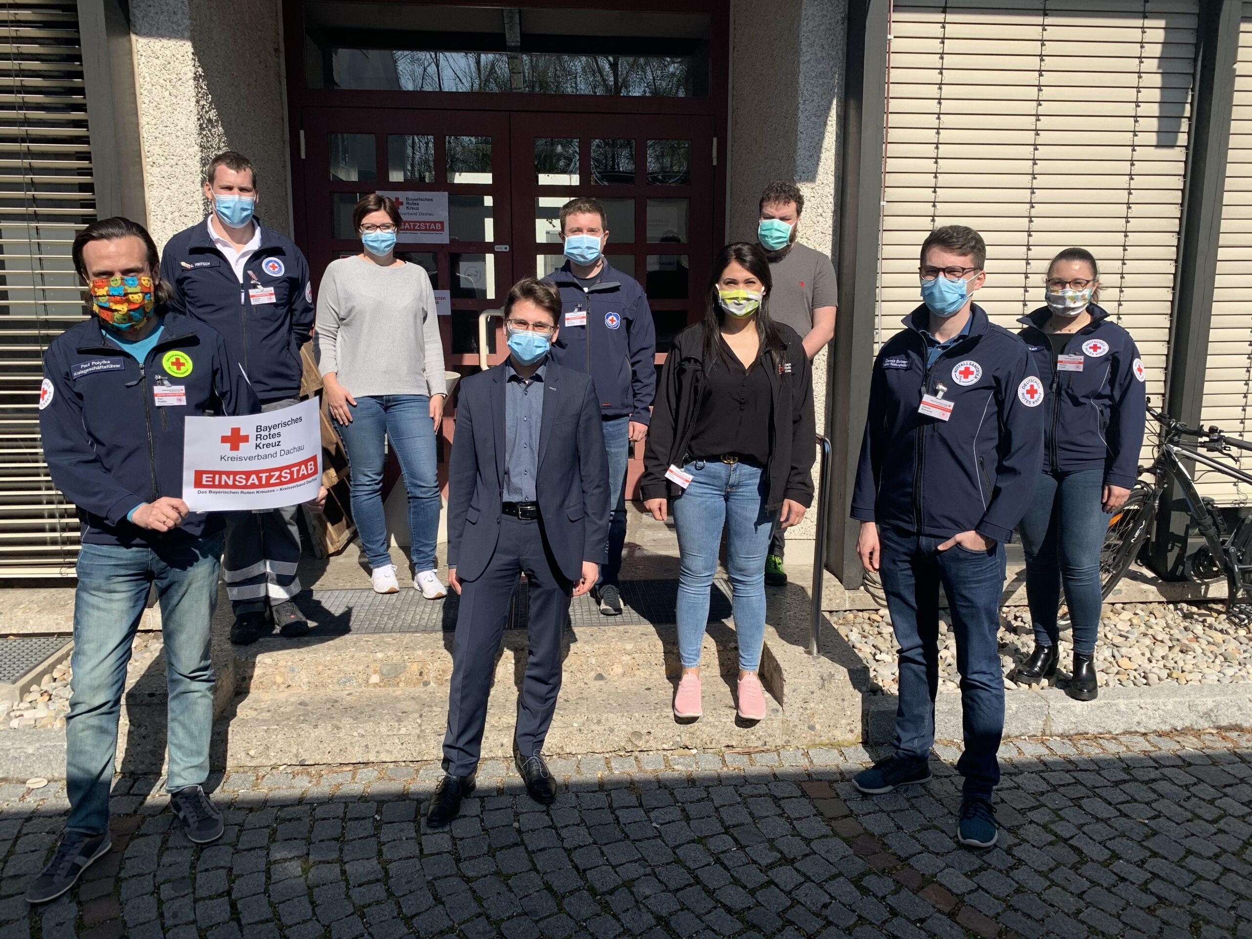 Foto: OB Florian Hartmann mit den Stabsmitgliedern am Rotkreuzplatz