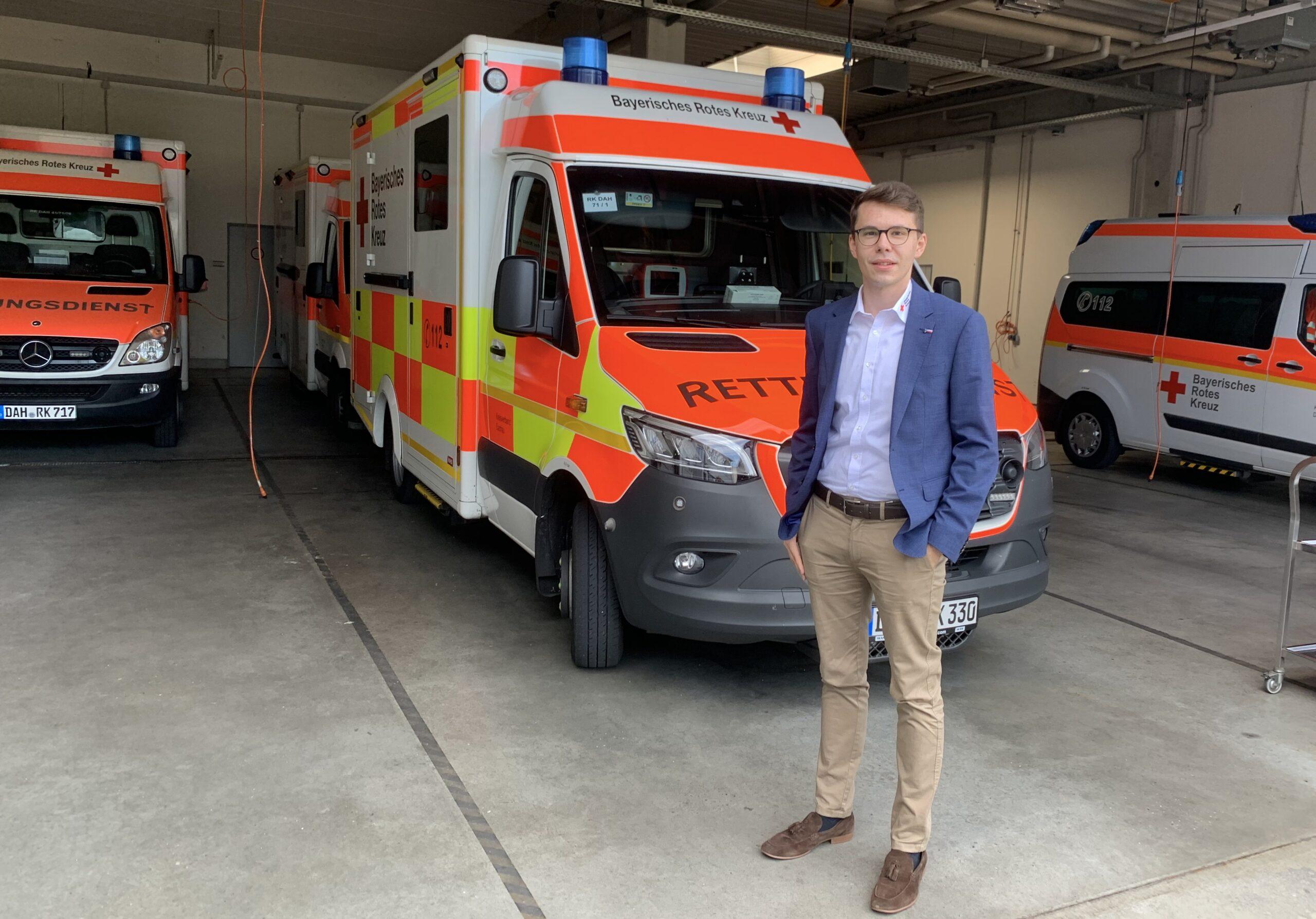 Foto: Dennis Behrendt in der Rettungswache Gröbenried.