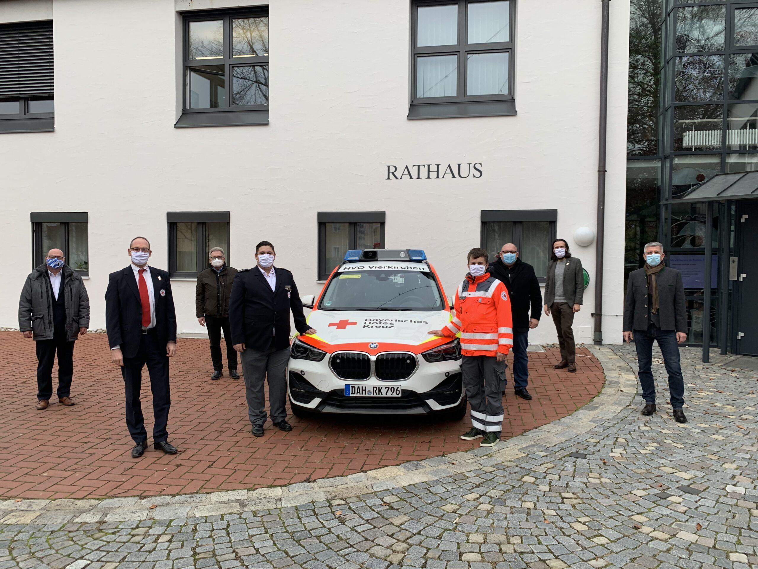 Foto (von li nach re): Bürgermeister Harald Mundl, Bernhard Seidenath, Bürgermeister Dieter Kugler, Thomas Bauer, Christoph van Bracht (rechts neben dem Auto), dahinter Bürgermeister Harald Dirlenbach, Paul Polyfka und Erich Dorfmeister.